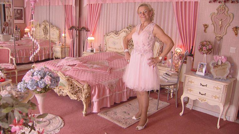 Jeannine in een roze bui.