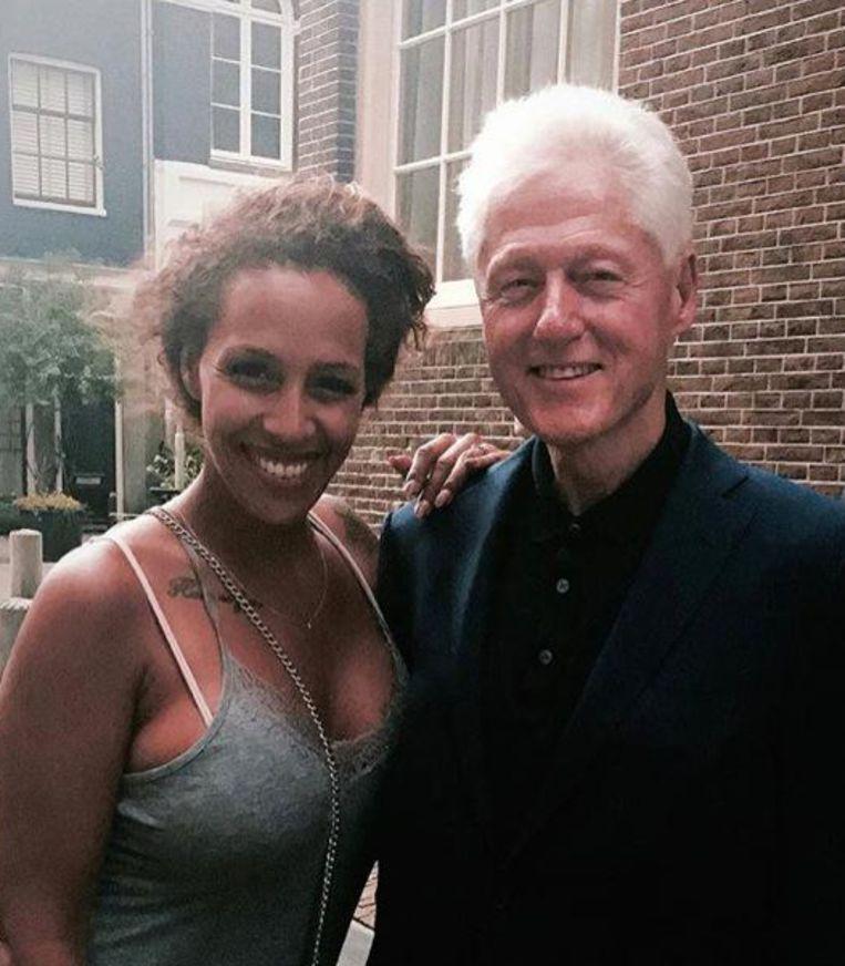 Tijdens een ommetje door de Jordaan liep Bill Clinton Glennis Grace tegen het lijf. En híj zou haar hebben herkend Beeld Instagram