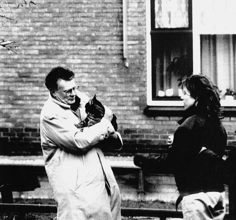 Aad Kosto na de aanslag op zijn huis, november 1991. Beeld