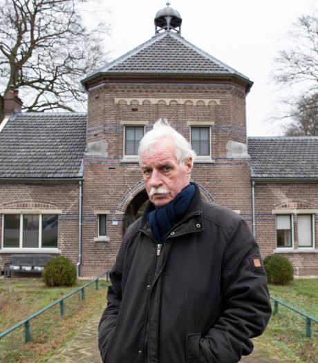 Joop (67) noodgedwongen weg uit poortgebouw Zutphense begraafplaats: 'Met pijn in het hart'