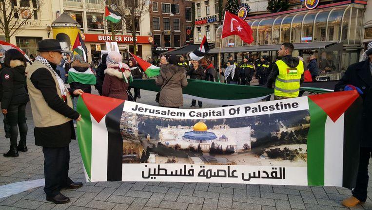 De demonstranten demonstreren tegen de benoeming van Jeruzalem tot hoofdstad van Israël Beeld -