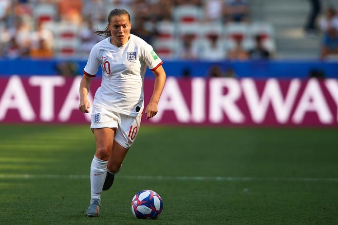 Engels international Fran Kirby opent het nieuwe seizoen met haar club Chelsea op Stamford Bridge.
