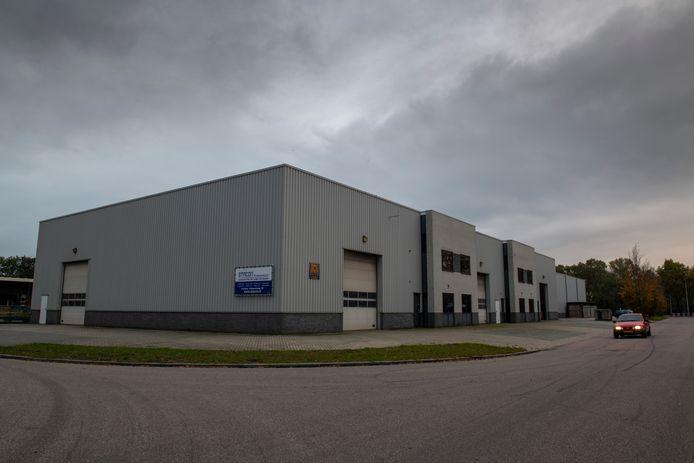 Het voormalige pand van het transportbedrijf van Dennis D. in Nieuwleusen.