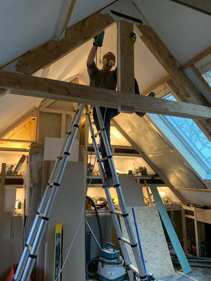 Het dak van Sywerts nieuwe huis is zowel aan de binnen- als buitenkant geïsoleerd.
