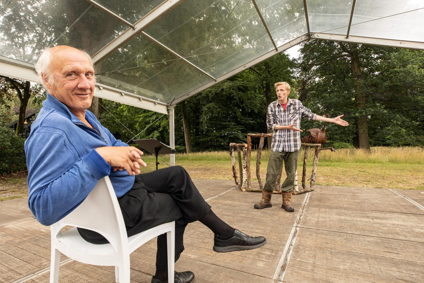 Herman van Veen vorig jaar bij repetities voor de voorstelling De Wolf, back in town op landgoed De Paltz in Soest