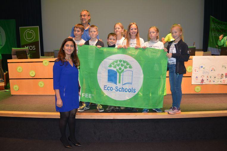 Ook in Bree (foto) werd de vlag uitgereikt.