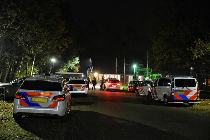 Veel politie aanwezig bij het AZC in Oisterwijk.