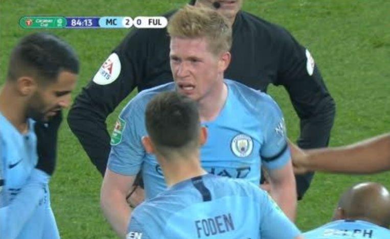 De Bruyne verliet het veld met een pijnlijke grimas op het gezicht.