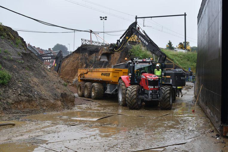 Door de regen liepen de werken vertraging op.