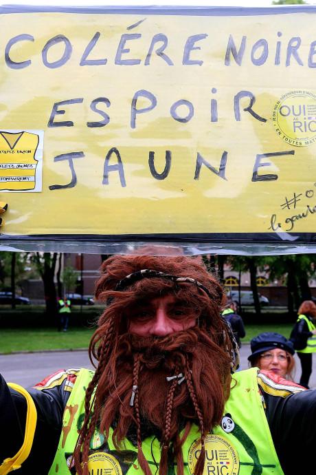 """2.000 """"gilets jaunes"""" manifestent pour """"aller chercher Macron chez lui"""""""