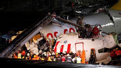Vliegtuig breekt in drie stukken: één dode