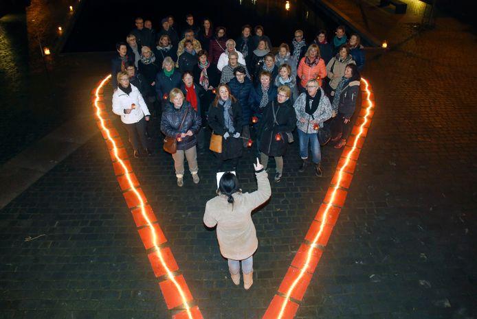 Een hart van licht van in de Bierkaai van Hulst tijdens een eerdere verrassingsactie van Máscura.