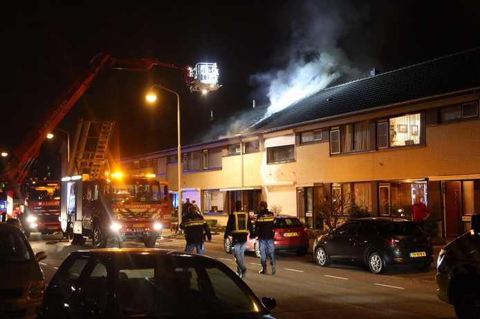 Een woning in Best is volledig uitgebrand