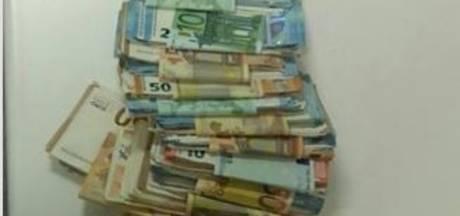 Kapotte koplamp leidt Brabantse politie naar duizenden euro's