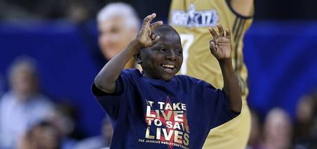 VIDEO: Chronisch zieke jongen (14) steelt show bij All Star Game