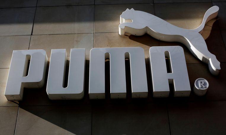 Het logo van Puma aan een winkel van de Duitse producent van sportartikelen.