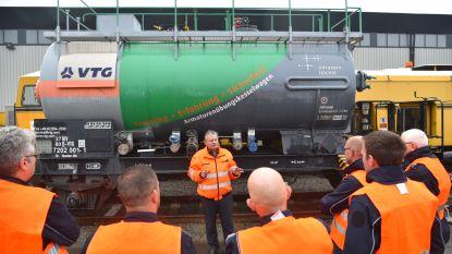 400 brandweermannen leren treinen blussen