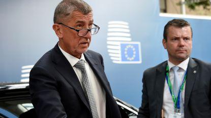 Lijfwacht Tsjechische premier blundert in Brussel: kogel per ongeluk afgevuurd in vliegtuig
