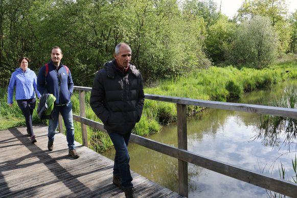 Er werd onder meer een brug aangelegd in het overstromingsgebied.
