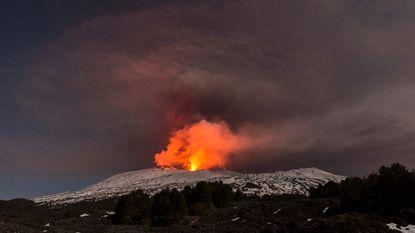 Eruptie Etna: acht gewonden, BBC-ploeg slaat op de vlucht