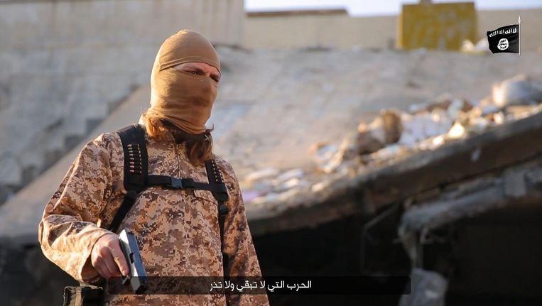 Beeld uit een executievideo van Islamitische Staat. Volgens het Amerikaanse leger was de gedode 'minister van Informatie' verantwoordelijk voor zulke filmpjes. Beeld AFP PHOTO / HO / NINAVA MEDIA CENTRE