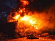 Schuur volledig afgebrand na uitslaande brand in Oisterwijk, geen gewonden