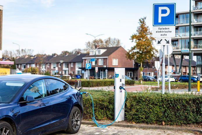 De groei van elektrische voertuigen neemt een vlucht. Om ze op te laden, zijn meer laadpalen nodig. Archieffoto.