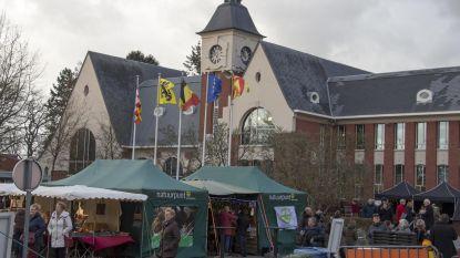 Standhouders kerstmarkt staan 20 procent af aan vzw Sportpret en vzw De Vijver