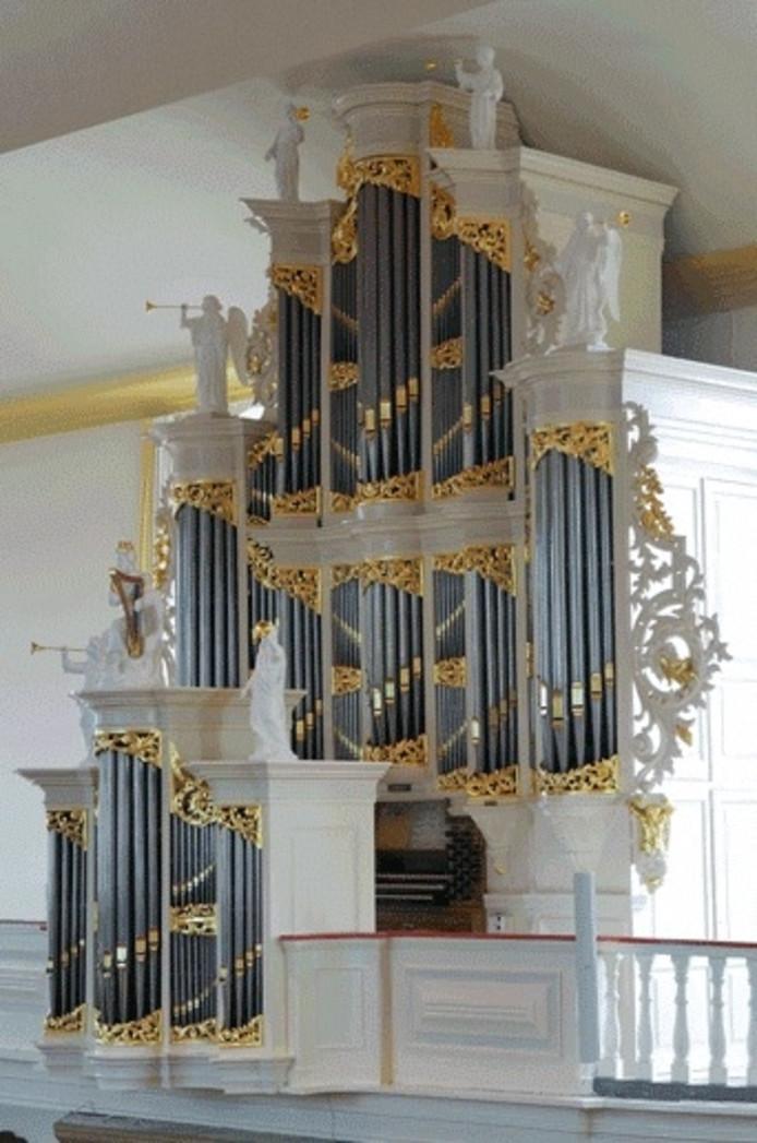 Sander van den Houten en Harry van Wijk bespelen het orgel tijdens Uurtje Kerkmuziek in de Burgwalkerk.