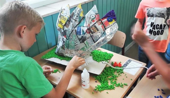 Het Frommelcorso is een corso met wagentjes van crêpepapier die door basisschoolleerlingen zijn gemaakt.