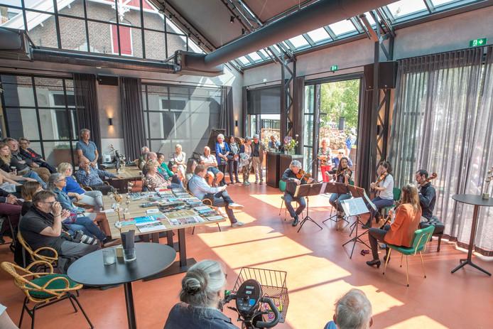 Strijkkwartet TY in brasserie Katoen.