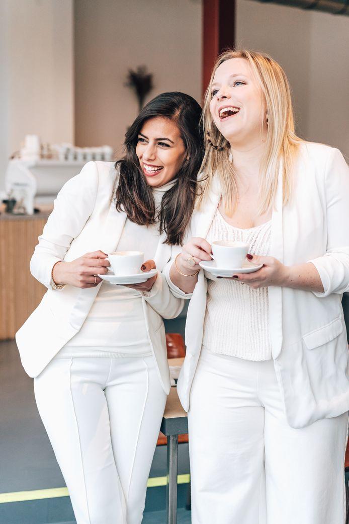 Nadia en Yana van 50 koffies.
