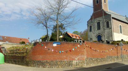 Inwoners van Neervelp fleuren dorp op met vlaggetjes
