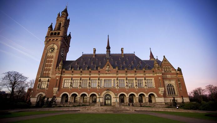 Als stad van Vrede en Recht moet je voorop lopen, menen coalitie- en oppositiepartijen in de Haagse raad.