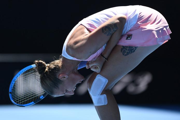 Karolina Pliskova juicht nadat ze Serena Williams heeft verslagen in de kwartfinale.