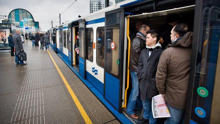Metro 51 - tussen Amsterdam CS en Amstelveen - is zeven weken uit de running vanwege werkzaamheden bij station Zuid. Beeld Klaas Fopma