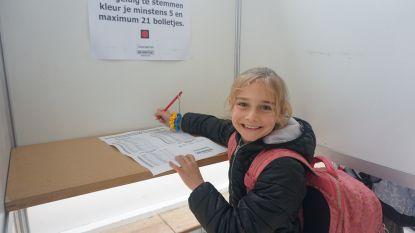 IN BEELD. Oudenburgse kinderen trekken naar de stembus voor eerste kindergemeenteraad