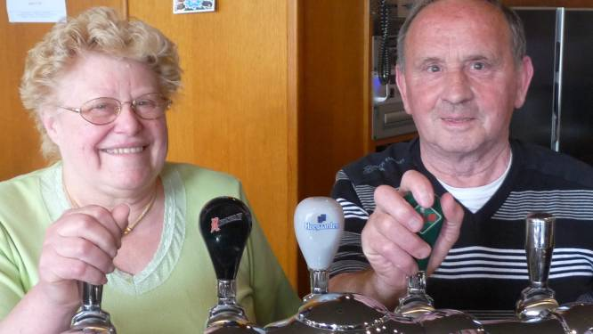 """Zele verliest iconische cafébazin Monique 'De Witte' Samson (76) aan corona: """"Ze had altijd haar ongezouten mening klaar"""""""