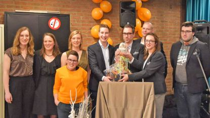 Carnavalsvereniging De Gatspoëters krijgt Egelprijs van Jong CD&V