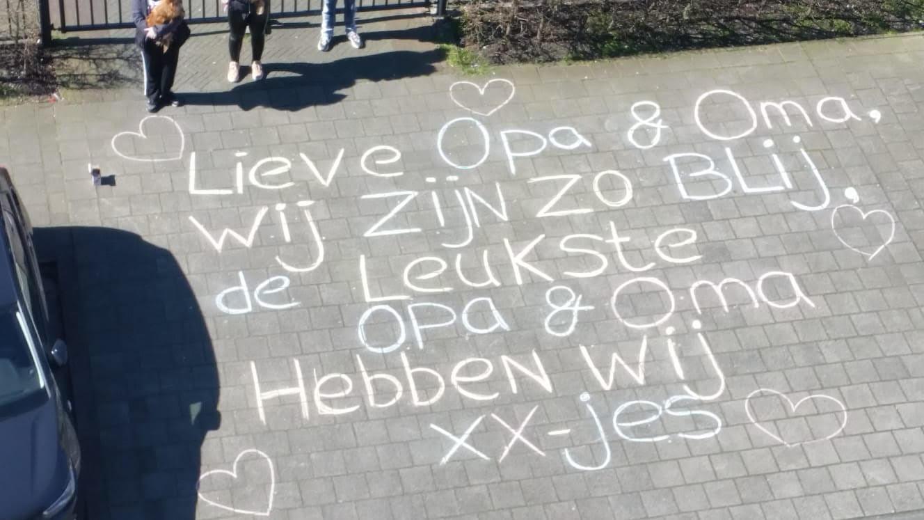 De tekst voor opa en oma in Rotterdam van de nichtjes Mandy en Pamela.