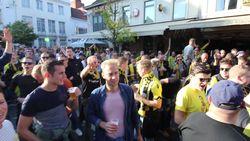 LIVE: fans Vitesse zorgen voor sfeer in Waregem, De Mets in de basis bij Essevee