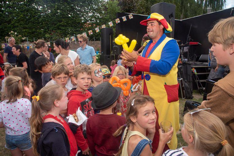 Gevarieerde kindernamiddag in de stadstuin van Wetteren naar aanleiding van Vlaanderen Feest.