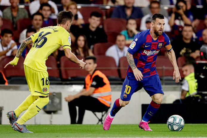 Xavier Quintilla (Villarreal) en Lionel Messi tijdens de vorige ontmoeting.