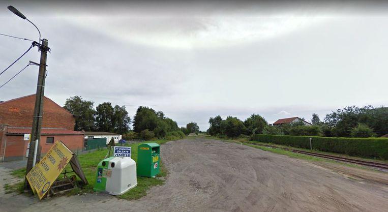Het stationsplein in Wachtebeke ligt er vandaag de dag troosteloos bij.