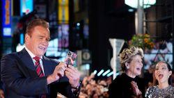 Arnold Schwarzenegger neemt z'n ezel mee naar het werk