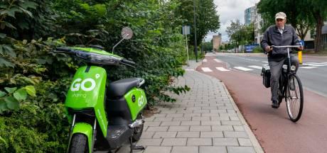 Ergernis over fout geparkeerde deelscooters: 'Iemand in een rolstoel kon er niet langs'