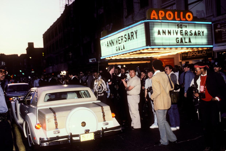 The Apollo Theater in New York in 1985, tijdens het 50-jarig jubileum van platenmaatschappij Motown.  Beeld Ebet Roberts / Getty