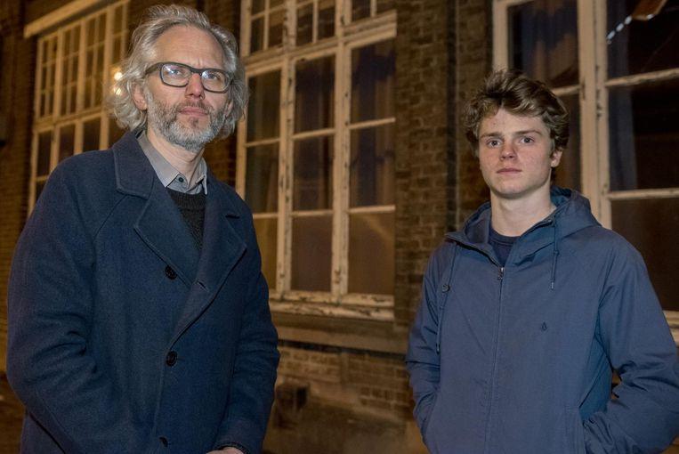 Geert Pauwels en zoon ijveren voor het behoud van de gemeenteschool.