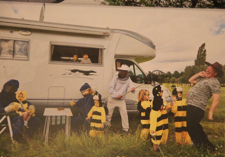 De maand mei: kinderen als wespjes.