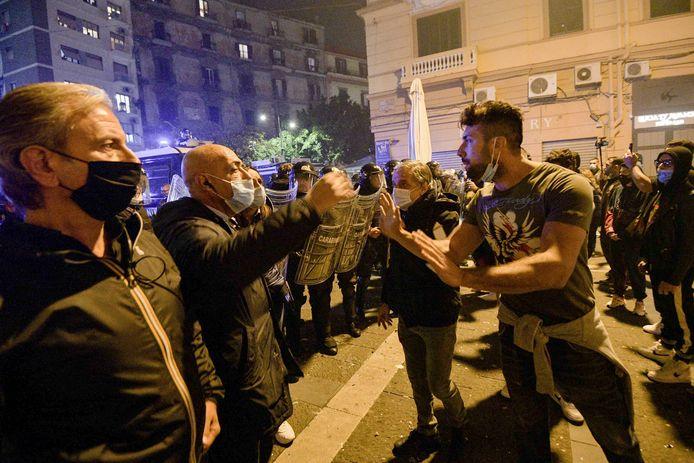 In Napels gingen talloze demonstranten de straat op.